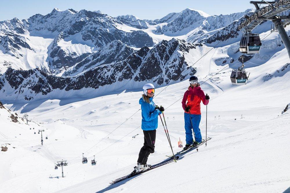 Skifahrer am Kaunertaler Gletscher - © Kaunertaler Gletscherbahn/Daniel Zangerl