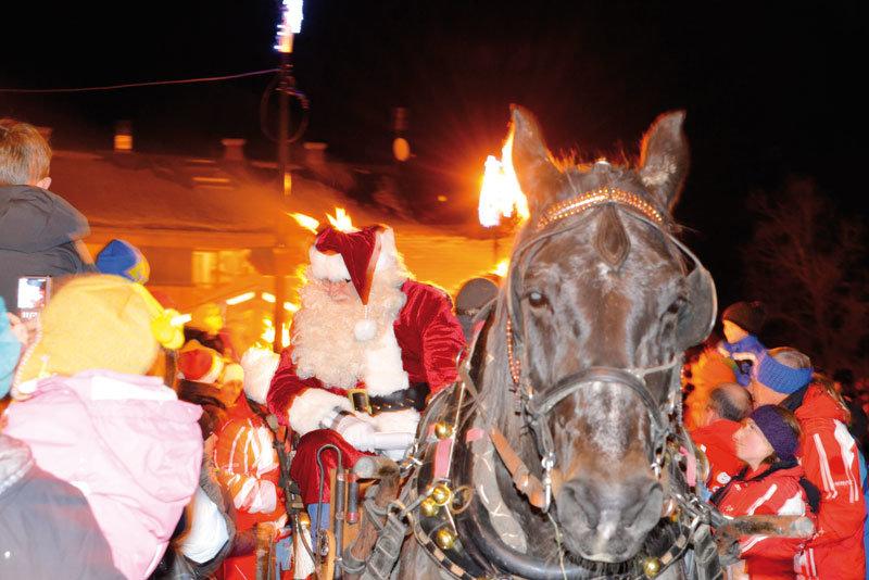 Le Père Noël arrive à Châtel - ©Châtel Tourisme
