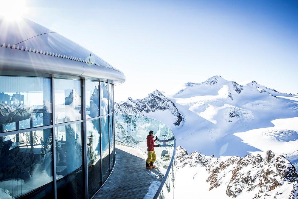 Café 3440 je obľúbeným výletné miestoaj pre nelyžiarov. - © Pitztaler Gletscherbahn/Daniel Zangerl