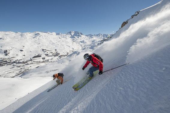 Grand ski sur les pentes enneigées des Menuires - © Pascal Lebeau / OT les Menuires