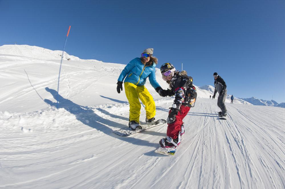 Initiation au snowboard tout en douceur sur le domaine skiable des Menuires, au coeur des 3 Vallées - © Gilles Lansard / OT les Menuires