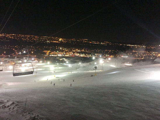 Canada Olympic Park - Only one lift open.  Snow guns working non stop. 
