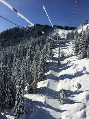 Ax 3 Domaines - Bonne neige pour l'ouverture !!!  - © Bob