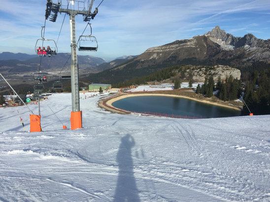 Villard de Lans - La station est ouverte avec quelques pistes d ouverte , une neige de canon. Pas le top pour skier mais le minimum pour prendre l air et faire quelques descentes !!! - © skieur du dimanche