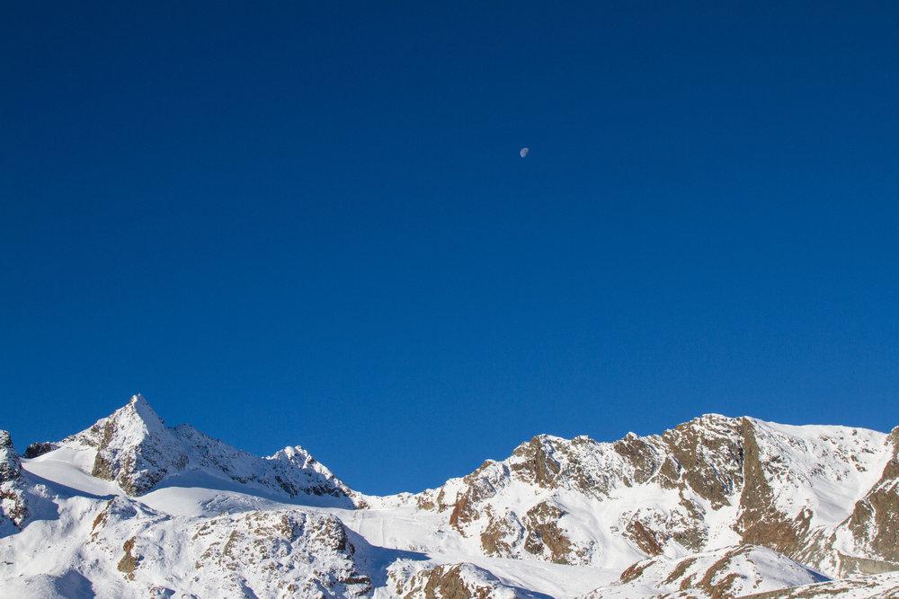 Erg zonnig op Stubai-gletjser. - © Skiinfo