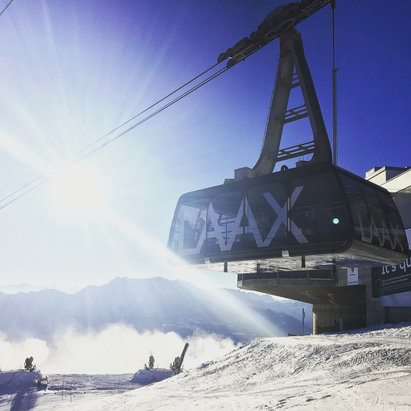 Laax - Bluebird days and hard packed groomers but still having fun! - © Damien's iPhone