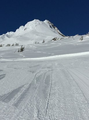 Cooper Spur - No people and a beautiful day.  - © CAROLE SCHMIDT's iPhone