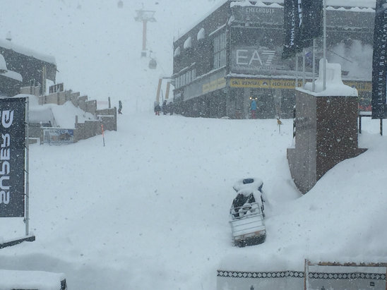Courmayeur - Lots of new snow today. Visibility not so good.  - © Terry's iPhone