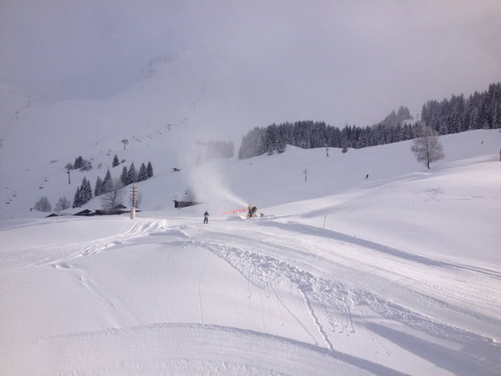 Le Grand Bornand - Le Grand Bornand is having a tremendous amount of snow. This was yesterday and another 17cm last night  - © huw's iPhone