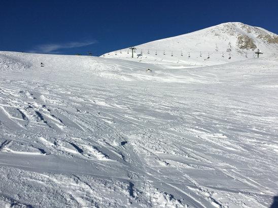 Ovindoli - Neve meravigliosa compatta impianti aperti 70%. Qualche pietra in basso ma nulla di preoccupante.Si scia benissimo. - © MyiPhone