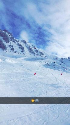 Guzet - Neige fraîche et soleil !!  - © iPhone de Julien