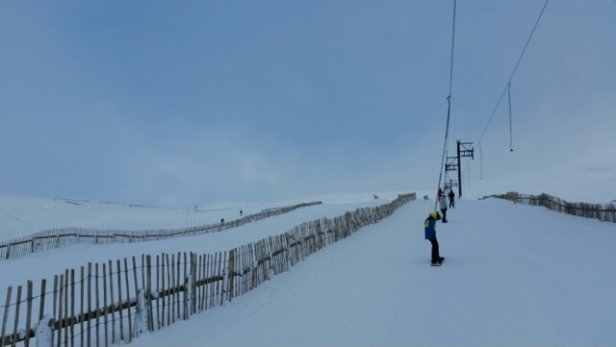 Glenshee - Nice day... Still needs a bit more snow... Moal not going yet... But can get into coire fionn  - © Scotski