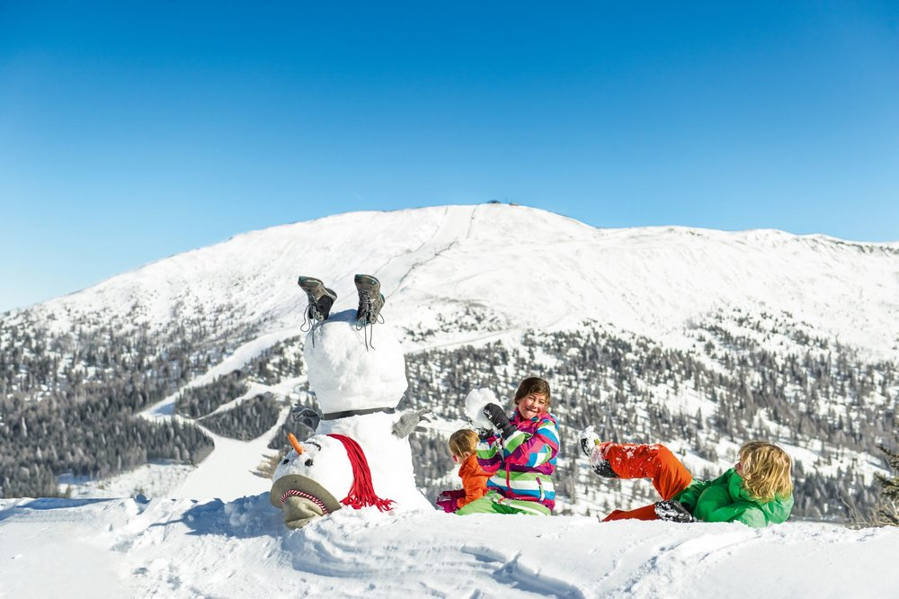 Sněhulák i mnoho dalších maskotů jsou na Katschbergu dětem pro radost a zábavu - © Franz Gerdl