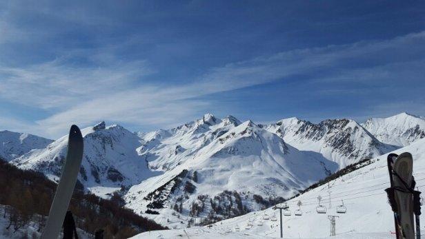 Val d'Allos - La Foux - liaison fermée.  toutes les pistes ne sont pas ouvertes. il fait très chaud et en fin de journée la neige devient trop molle et on aperçoit la terre....vivement qu'il neige.  - © cathy.pasqua
