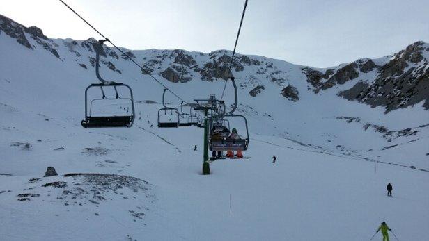 Ovindoli - Ottime condizioni per sciare in tutto l'anfiteatro e a monte...nonostante la grande massa di sciatori, canalone accettabile...Ovindoli perfetto! - © dario85