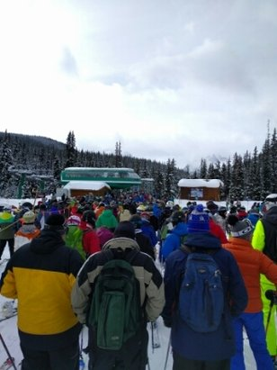 Lake Louise - good snow but very busy - © donDUPA