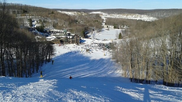 Hidden Valley Resort - Good skiing today.  Crowded but was able to work the lines to limit wait time and the place cleared out after sun down. Website report says moguls on the sides of two trails which was false. Come on bob! - © go ski