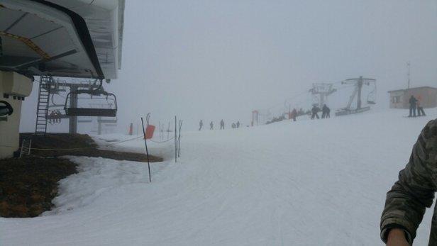 Ax 3 Domaines - temps médiocre et fort vent.La neige disparaissent petit à petit des Hors piste mais aussi des pistes à certain endroit ... - © tristan46
