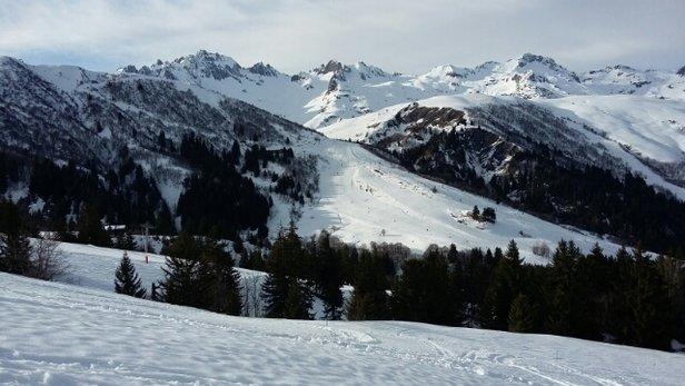 Valmorel - neige dure en haut des pistes mais beaucoup de plaisir sur le WE! - © un skieur du WE