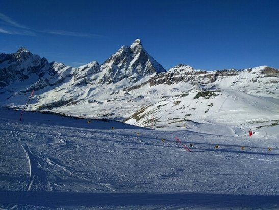 Cervinia - Breuil - ridiculously perfect skiing. powder and sun.  - © timjoyce11
