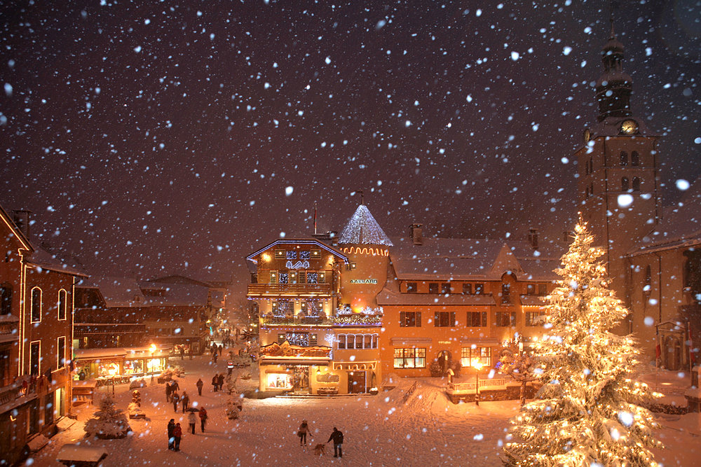 Snowy Megeve village at night - © bionnassay images
