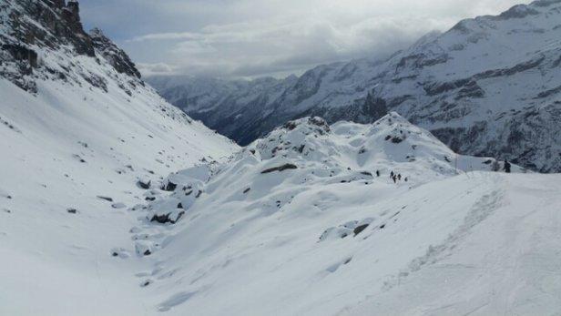 Gressoney-La-Trinité - Monterosa Ski - Piste in ottime  condizioni,  qualche sassetto, qualche parte ghiacciata,  urge nuova  e abbondante  nevicata! Alagna  messa male - © vincentvega3x