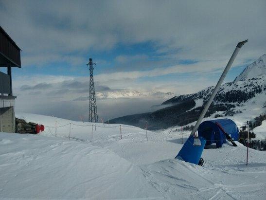 Pila - bella giornata, sulle piste più alte c'era molto sole mentre nella zona della funicolare era molto nebbioso. neve molto bella - © Cava