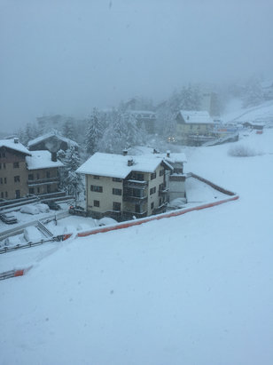 Sauze d'Oulx - More than 60/70 cm overnight. Lot's of powder!!!  - © iPhone di Marco