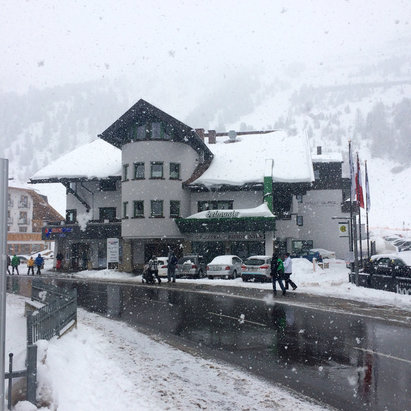 Obergurgl-Hochgurgl - 20 plus cm today. Powder day!  - © John Dench iPhone