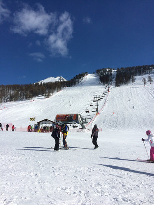 Montgenèvre - Wonderful skiing conditions after the snowfall yesterday.   - © Philippa Ashbee's iPhone