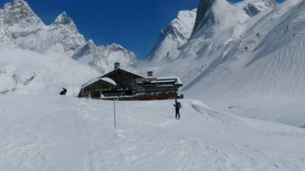 Pralognan la Vanoise - Superbe journée ,on est monté en ski de rando au refuge des Barmettes. Personnels très sympathique, on y mange très bien, un café et génépi pour la digestion et après on peut redescendre en forme...! - © génépi 31