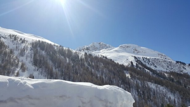 Val d'Isère - great conditions on and off piste. - © derteigel