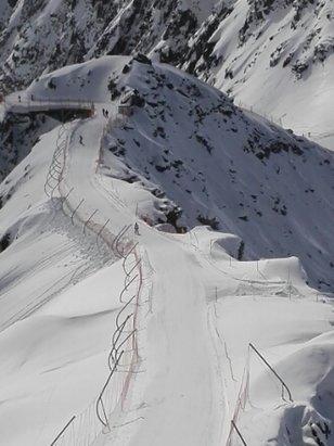 Aletsch Arena - fantastico....tanta neve di tipo invernale, impianti nuovi e piste divertenti, anche se di media difficoltà. panorama incredibile un posto imperdibile - © mvazzola2