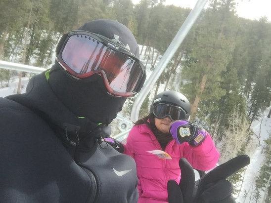 Lee Canyon - Fresh powder in the morning going into wet powder in the afternoon had a blast with my daughter! - © Danbarry Bustamante