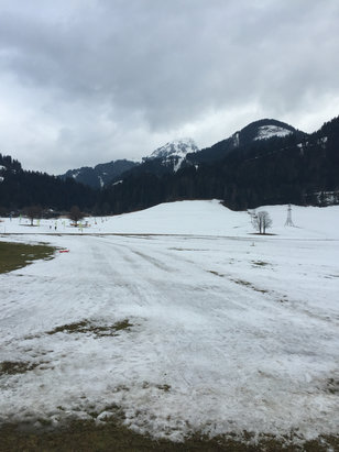 Söll - SkiWelt - Snow turning to slush on lower slopes but great above mid-station. Shaded runs best with snow forecast today should be good for rest of week. Picture of base station area and nursery slopes.  - © MiniTec Mark
