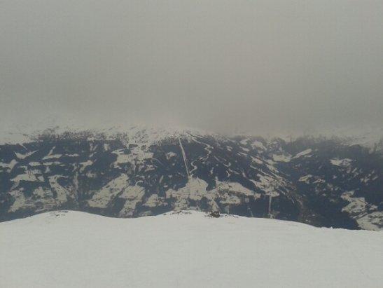 Hochzillertal - Momentan ist kein so schönes Wetter, aber das Skigebiet ist geil!  - © jamezblond006