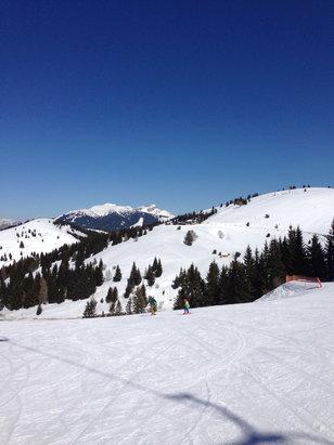Folgaria - Bellissima giornata primaverile! La mattina si è sciato benissimo, poi la neve ha un pò mollato soprattutto nelle piste al sole  - © Iphone 5