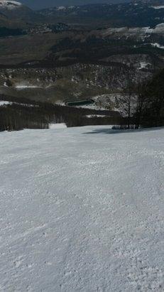 Roccaraso - Rivisondoli - Giornata magnifica sole pieno neve fresca e battuta qualche nera chiusa e un po di pappa a fondo valle però nel complesso per essere fine marzo è stupendo . - © gabriele.marconi.1976