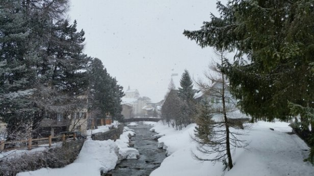 Skiarena Andermatt-Sedrun - Snowing on mountain and in Andermatt village all afternoon. - © UK Gary