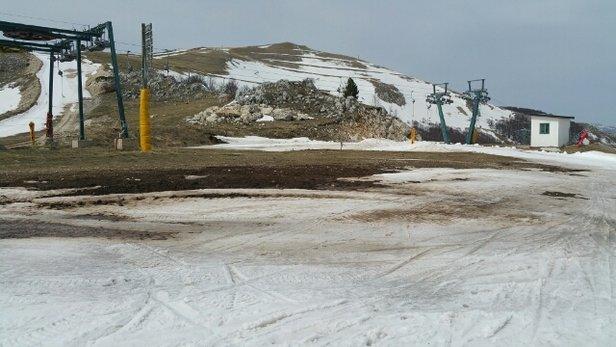 """Roccaraso - Rivisondoli - bhe....chiusura stagione.. caldo primaverile da una settimana. ..così che le piste poche..e farinose....certo si poteva sembre modulare il costo al """"servizio"""" offerto...al prossimo inverno... speriamo pieno di neve!! - © javalorenzo"""