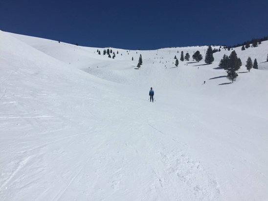 Vail - China Bowl on Sunday, ski the groomed as bumps crimped up w ice - © Gary's iPhone (3)