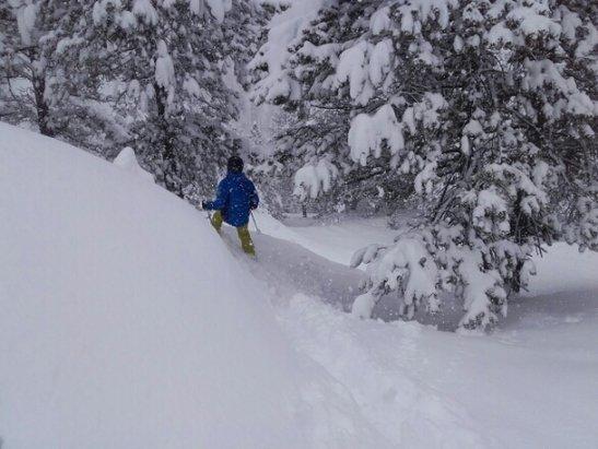 Grandvalira - neige excellente  pour  ce mois d' Avril  . .  - © francisarcens