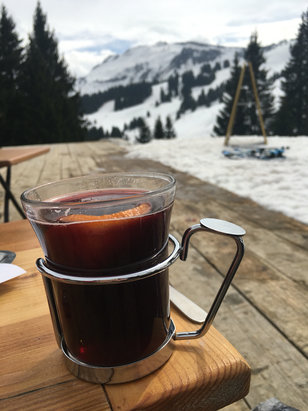 Les Carroz - Vin chaud in Morillon - © Kate