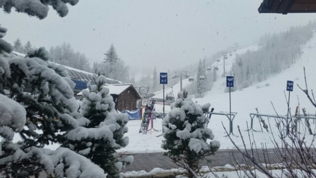 "Vail - Nice 11"" new dry powder. It's like skiing in February. Awesome snow and more coming. - © ojhwork1"