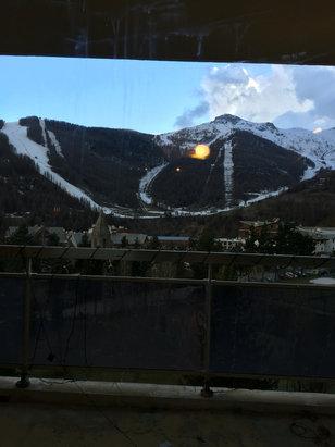 Auron - Belle journée il y a de la neige à partir de 2000 m d'altitude.  La réouverture de la station d'auron et isola 2000 se fera le 5 décembre 2016 Avec sûrement de la neige car nous allons entrer dans mini air glacière. Avec 50cm en bas et1m en haut bbdjjfkzkpour bien commencer l'hiver!!pcommmmmm - © iPhone6s