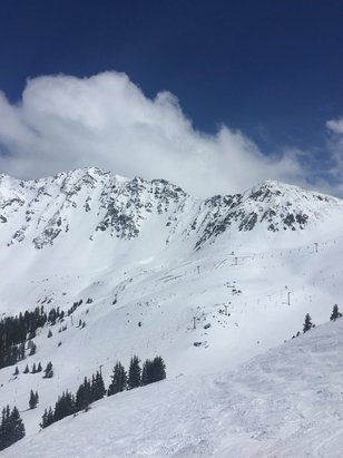 Arapahoe Basin Ski Area - Great May conditions.  - © [! skireport_default_author ]