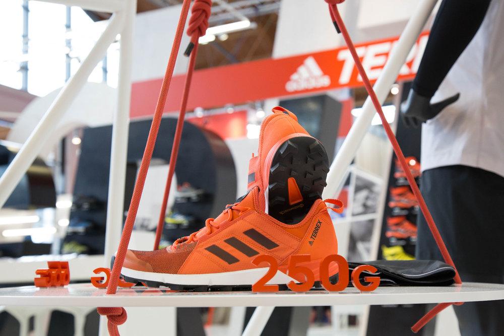 Schuhe mit nur 250 Gramm Gewicht? Gibt es bei adidas - ©Bergleben.de