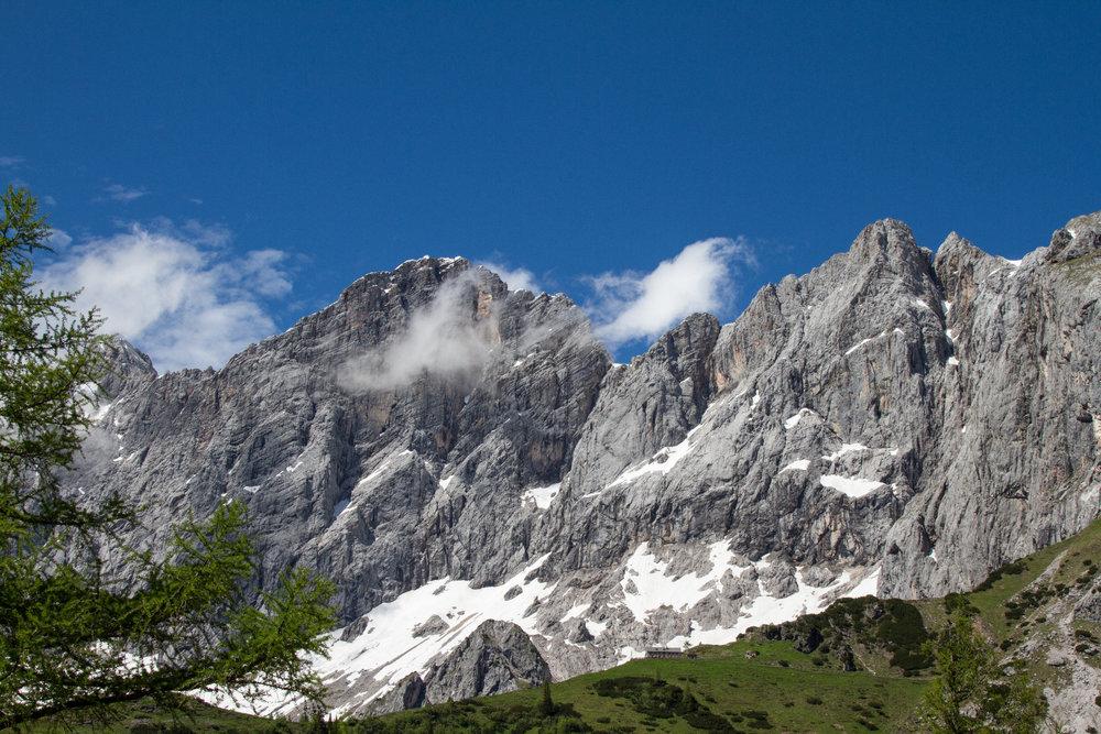 Tolles Panorama: Dachstein und Südwandhütte - ©Bergleben.de