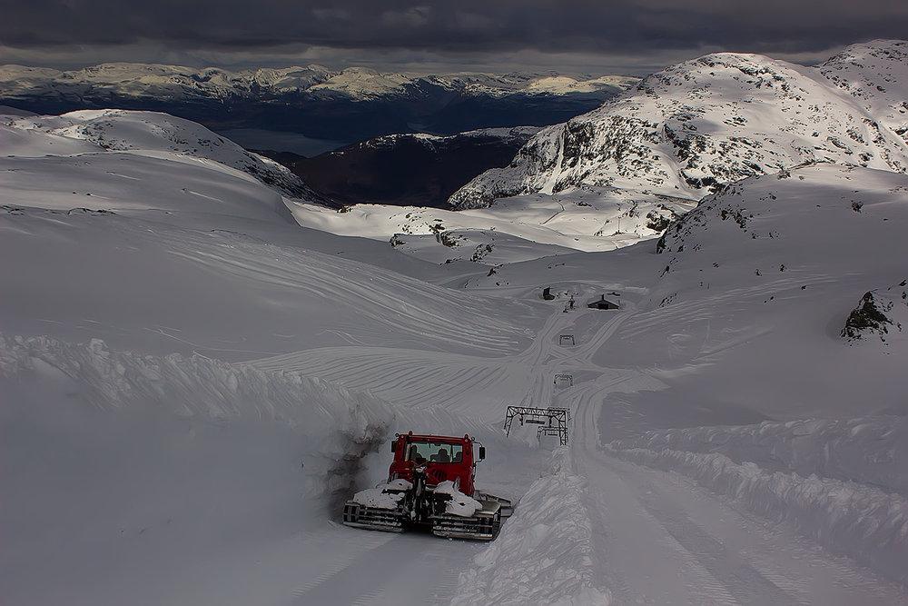 Det er godt med snø på Fonna, og alt tyder på at det kommer til å bli en strålende sesong på breen.  - © Ole Vidar Søviknes