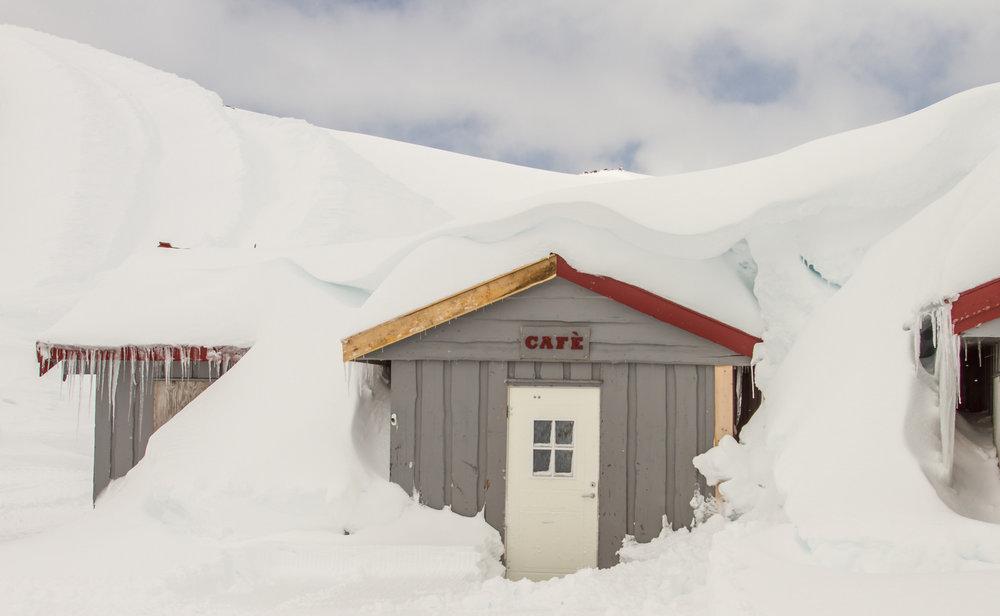 Det er godt med snø på Fonna, og alt tyder på at det kommer til å bli en strålende sesong på breen.  - ©Jan Petter Svendal